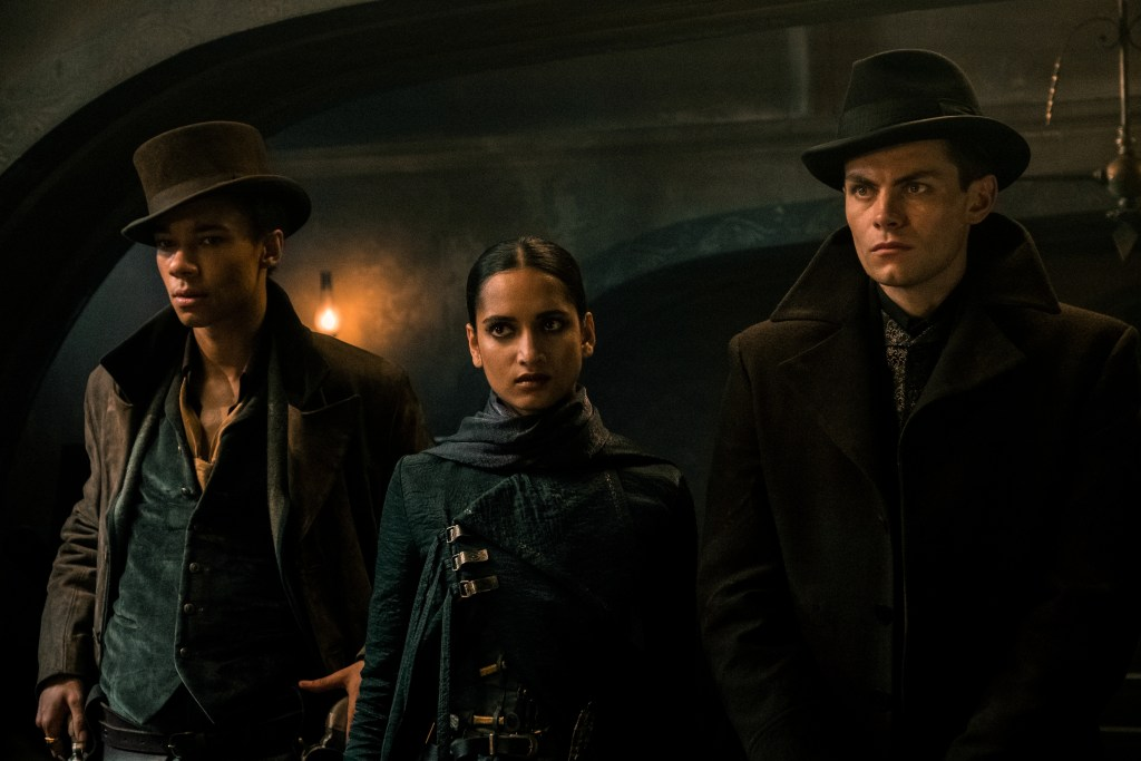 SHADOW AND BONE (L to R) KIT YOUNG as JESPER FAHEY, AMITA SUMAN as INEJ GHAFA and FREDDY CARTER as KAZ BREKKER of SHADOW AND BONE