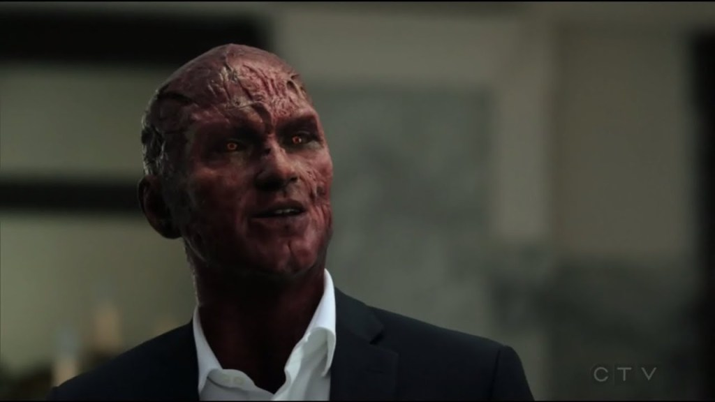 """5 Scenes You Can't Miss From 'Lucifer' 5×11 """"Resting Devil Face"""""""