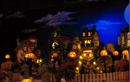 Tiny Houses of Horror: A Guide to Starting A Halloween Village ...