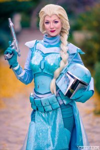 Cosplayer Ashlynne Dae as Elsa Fett