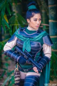 Cosplayer Rian Synnth as Mulan Fett