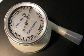 Turn dial to reset spirometer to zero