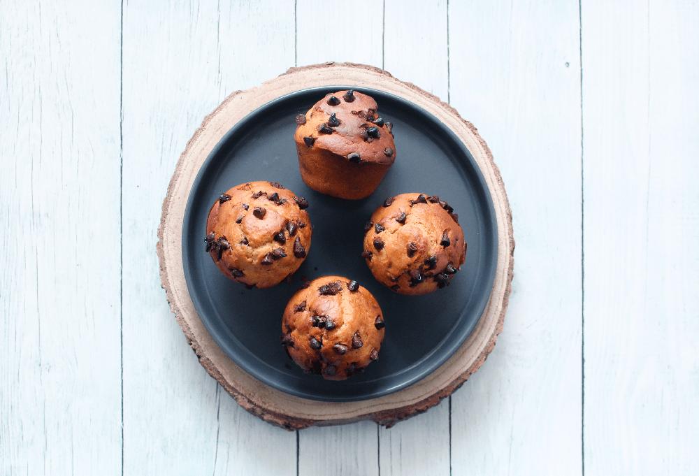 Muffins sans oeuf à la banane, beurre de cacahuète et pépites de chocolat - fannyalbx.com