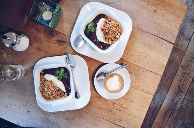 Where I go when I don't feel like preparing my own Açai bowls aka Henrici the cute coffee shop in Zurich's Niederdörfli