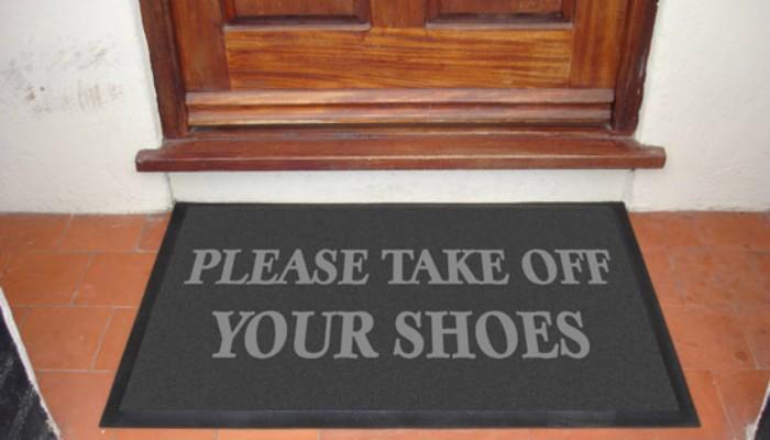 Αποτέλεσμα εικόνας για βγαζω τα παπουτσια μου στο σπιτι