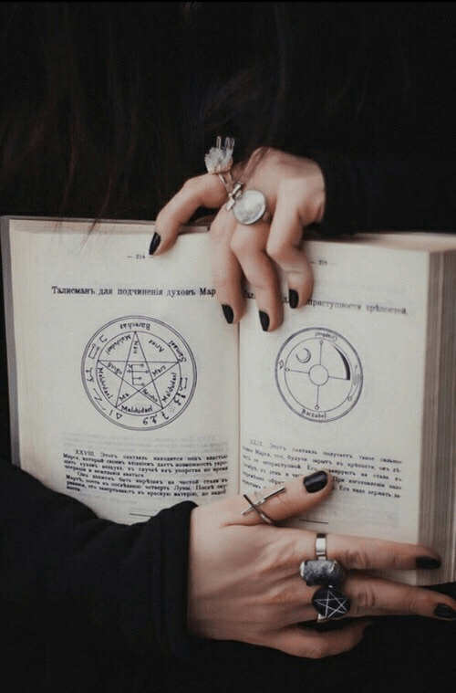 vintage hipster grunge alternative photography nailart nails nailart blacknails jewelry jewellery rings books book magicbook bookofmagic witch witchcraft witches