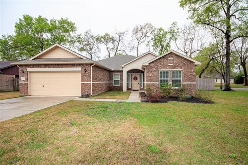Very well maintained home in Crosby Texas