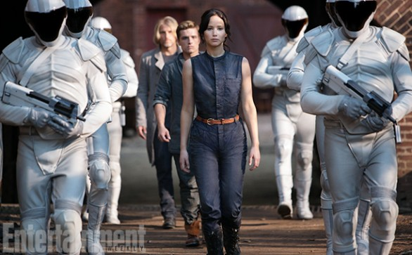The-Hunger-Games-Catching-Fire-586x363