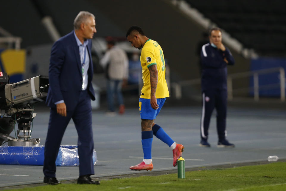 RIO DE JANEIRO, BRAZIL - JULY 02: Gabriel Jesus of Brazil leaves the pitch after being sent off during a quarterfinal match between Brazil and Chile as part of Copa America Brazil 2021 at Estadio Olímpico Nilton Santos on July 02, 2021 in Rio de Janeiro, Brazil. (Photo by Wagner Meier/Getty Images)