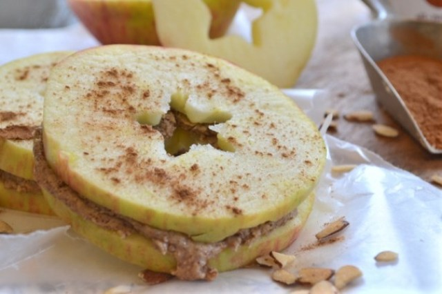 Apple Sandwich with almond butter - Healthy Breakfasts for Busy Mornings