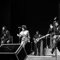 Why Did David Ruffin Keep Sneaking On Stage After He Was Fired?