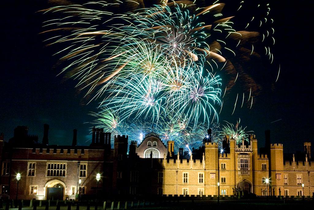 Professional Fireworks Displays | Anniversaries Fireworks