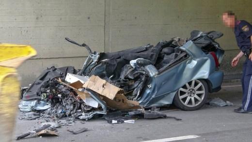 Rotsblok op auto Reschenstrassse