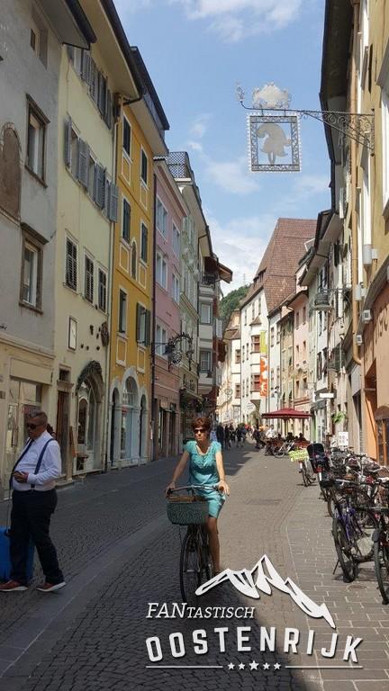 De nauwe winkelstraatjes in Bozen