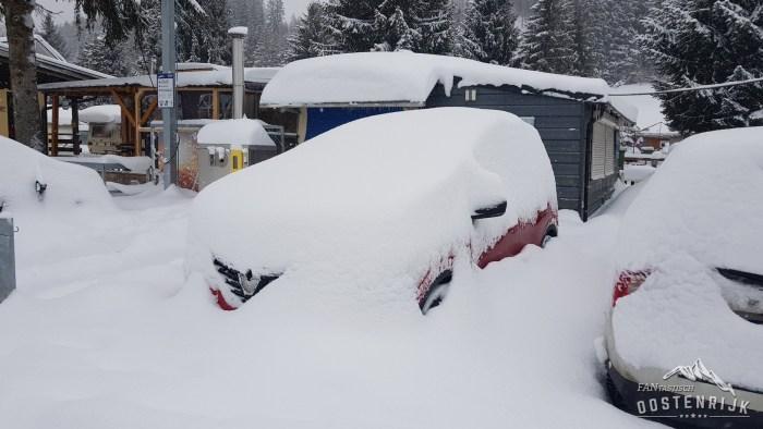 CampingWelt Auto ingesneeuwd