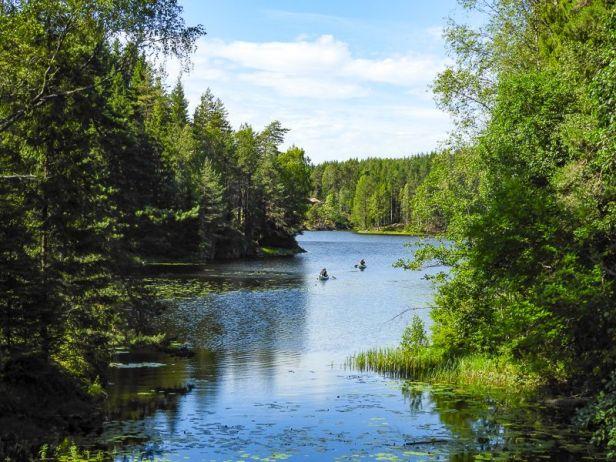 To kanoer på vei inn i Mønevannet i Losbyvassdraget - Oslomarka - Østmarka - Fantastiske marka