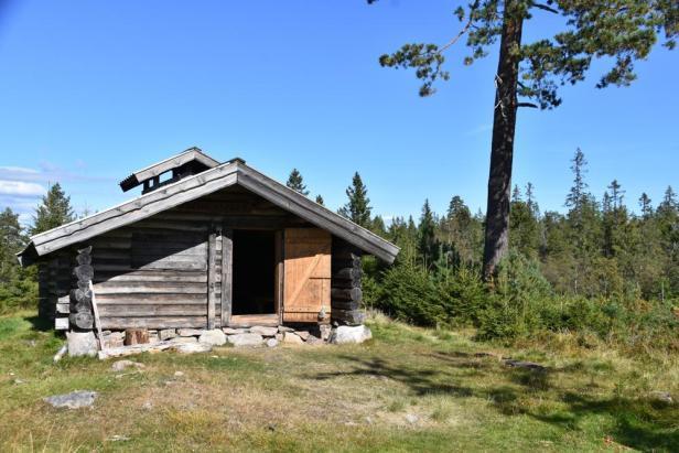 Den åpne ljørkoia på Feviksvangen på Romeriksåsene - Oslomarka - Fevikskoia - Åpne koier - Fantastiske marka