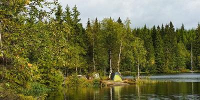 Telt ved et vann i Oslomarka - Fantastiske marka