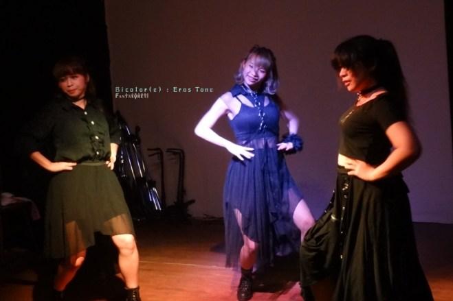 帶來性感熱舞的Estrolic Shiki、Miki、Kumi