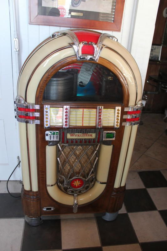 1946 Wurlitzer Jukebox 1015 | FantomWorks