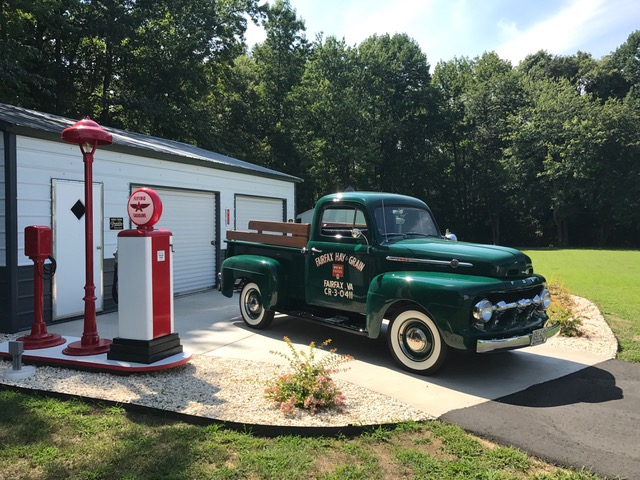 1952 Ford F1 Pickup Gas Station