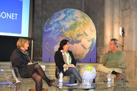 En el acto académico previo a la entrega del premio participaron la galardonada, Pilar Bonet; Lucía Méndez, que ejerció de moderadora; y Alberto Masegosa