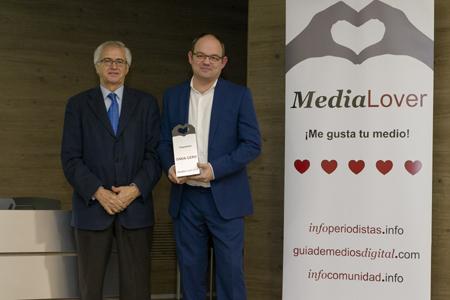 El presidente de la FAPE, integrante del Jurado, fue también el encargado de dar su galardón a Onda Cero
