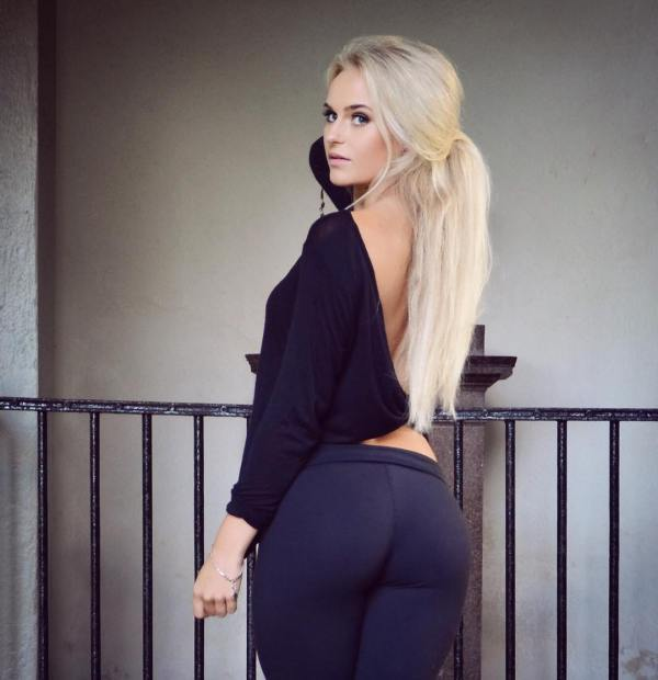 a-beautiful-blonde-wearing-yoga-pants-is-surely-a-win-win