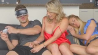 Dude Returns From Virtual Reality to Bang Girlfriend And Her Mom