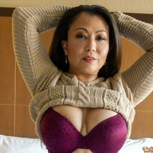 Wam breast cleavage with sweater pulled up