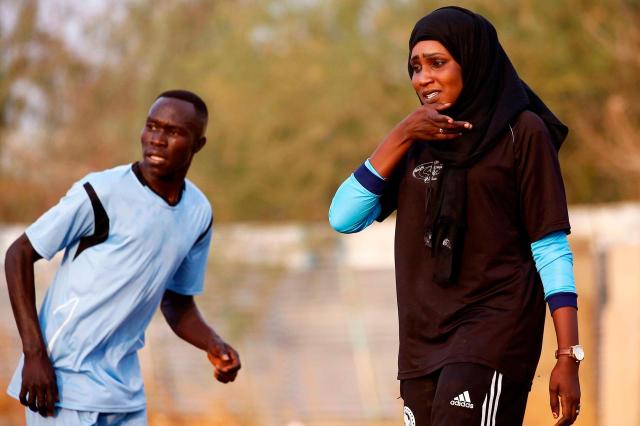 SUDAN-FBL-COACH-WOMAN