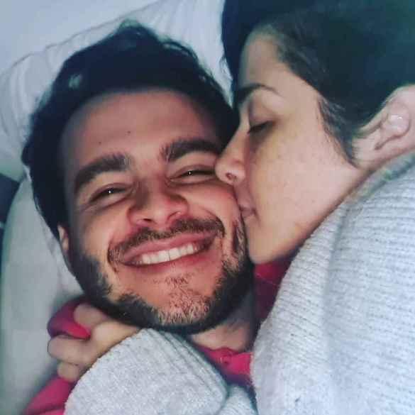 Daniela Alvarado y su novio