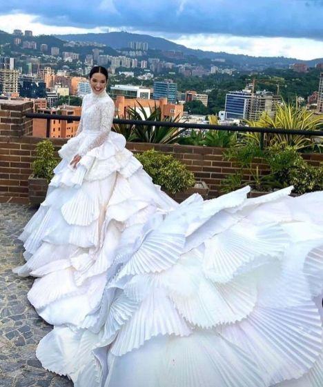 Vestido de novia de Daniela Alvarado creado por Hugo Espina