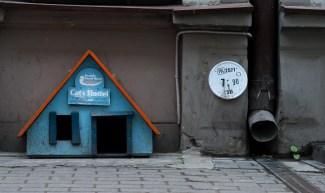 ein kleines Hostel neben unserem Hotel ;)