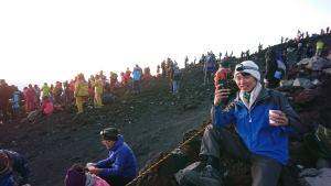 山頂でカメラ撮影している時の写真
