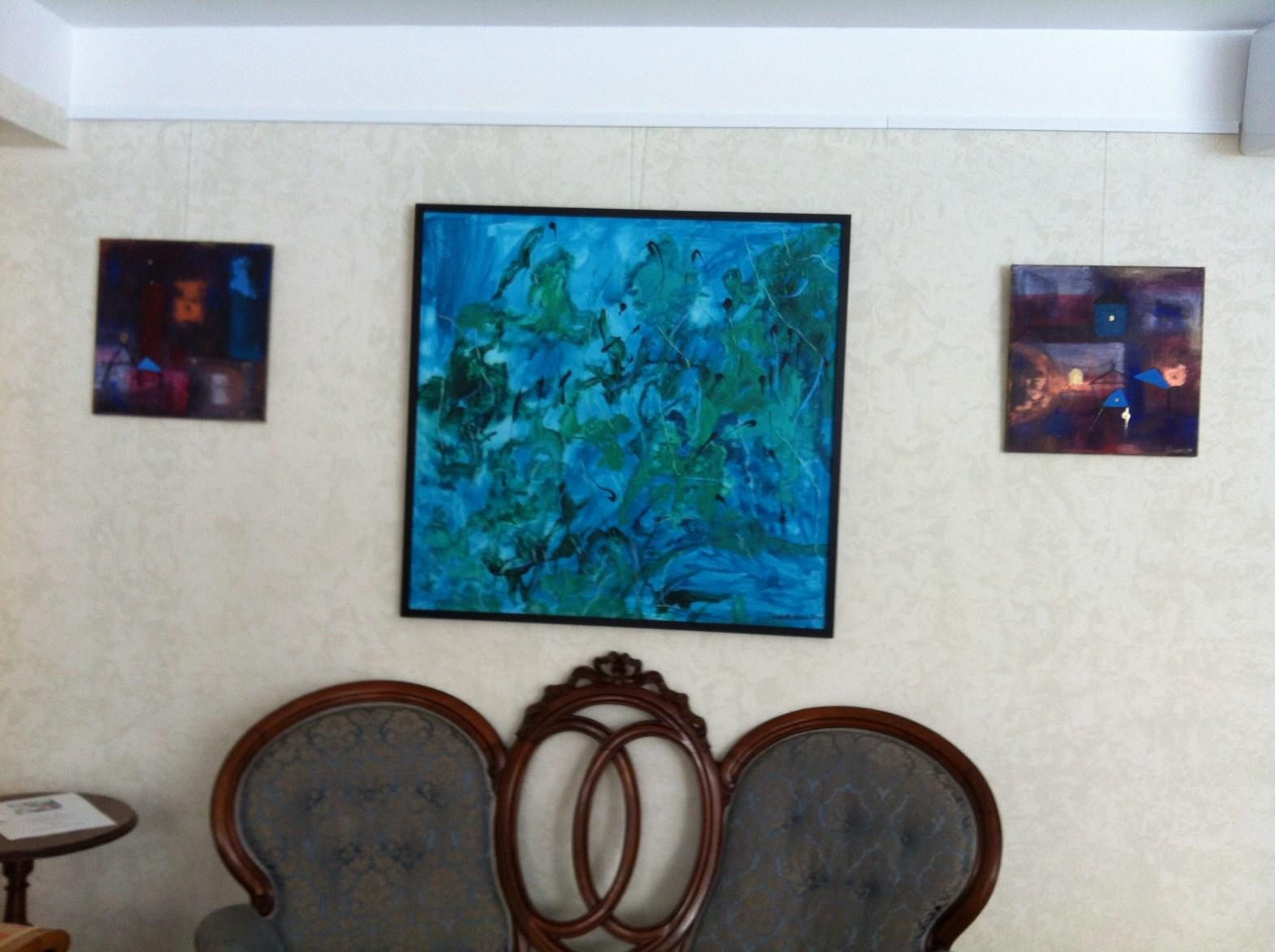 Elisabeth Norén visar utställningen True Colors på Farbror Nikos galleri & café
