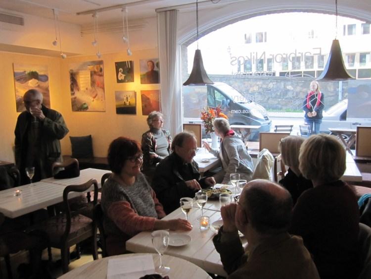 Gästerna har det trevligt hos oss och många tycker att Farbror Nikos är en bra restaurang i Stockholm