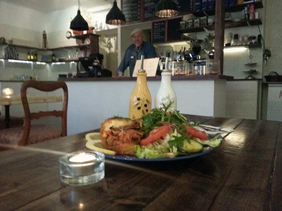 Grekisk moussaka med potatis och aubergine, glutenfritt & laktosfritt, på grekiska restaurangen Farbror Nikos i Slussen på Södermalm i Stockholm