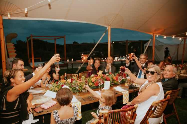 Beställ bästa catering i Stockholm från Farbror Nikos till fest, middag & andra tillställningar i hemmet