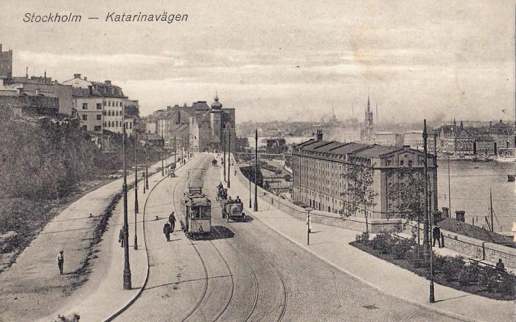 Historisk bild över Katarinavägen med spårvagn, troligtvis 1920