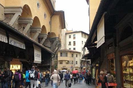 shoppers in Ponte Vecchio