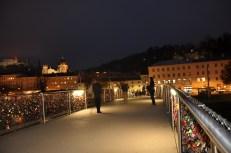 Makartsteg bridge at night