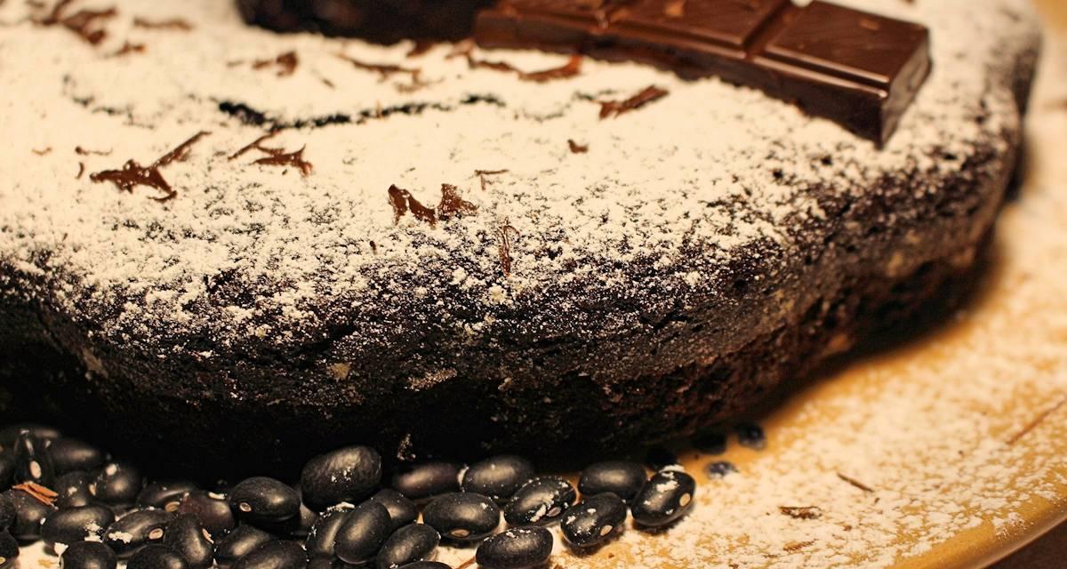 Ciambella con farina di fagioli neri