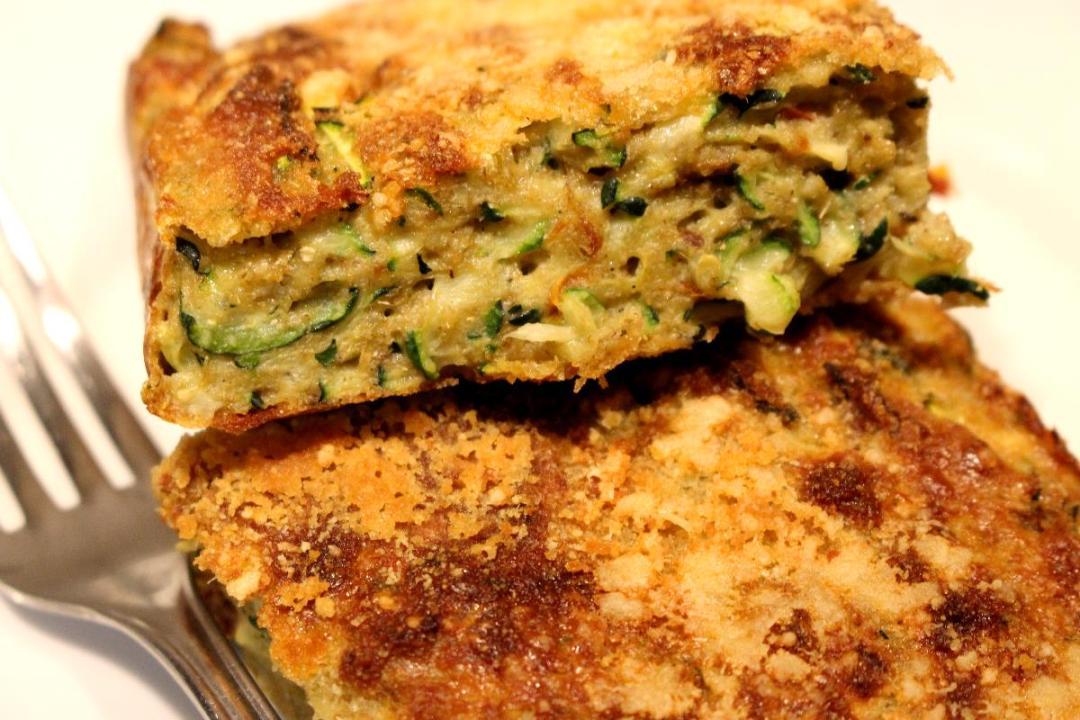 Torta salata di zucchine e orzo