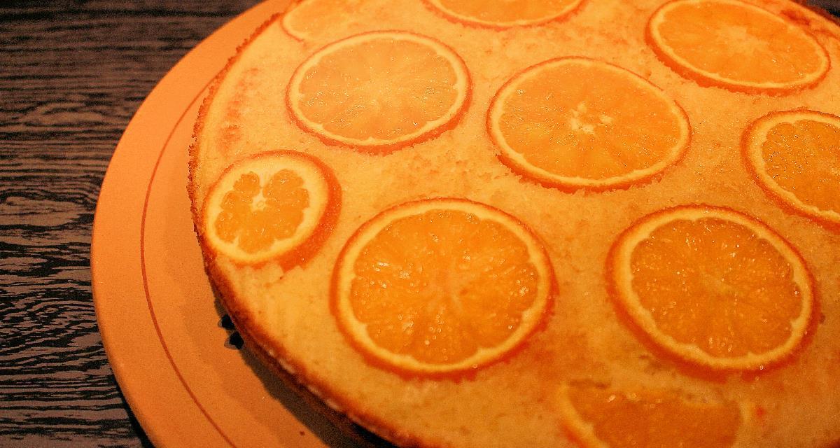 Torta di ricotta con cocco, semola e arance