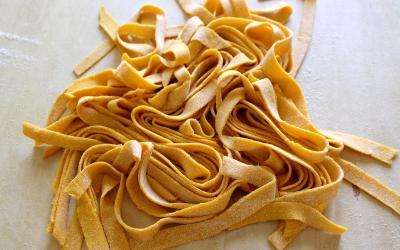 Tagliatelle alle carote: la pasta fresca colorata