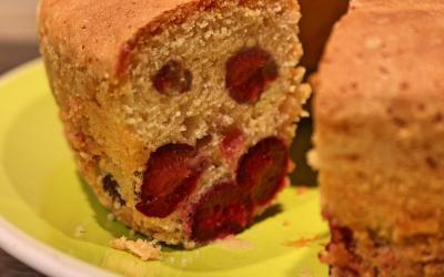 Ciambella alle ciliegie una soffice torta estiva
