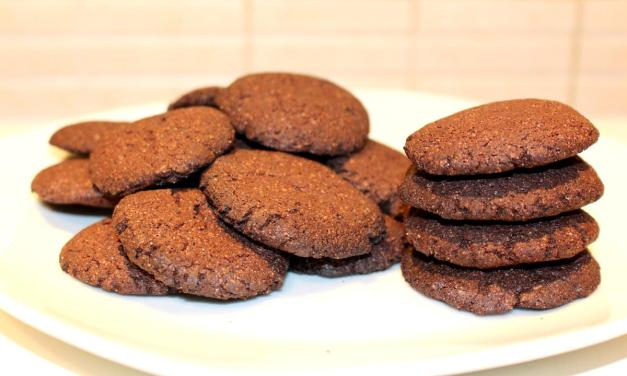 Biscotti con farina di orzo e cacao