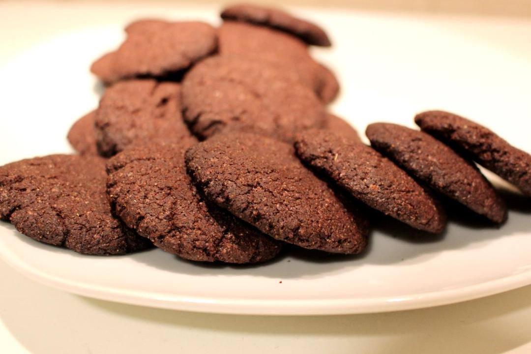 Biscotti con farina di orzo e cioccolato