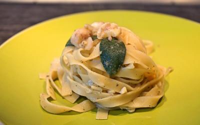 Pasta con castagne rosmarino e salvia – autunno vegano